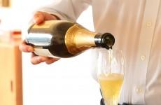5-かっこいい、シャンパン注ぎ方