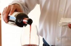 3-かっこいい、ワインの注ぎ方